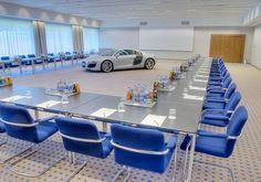Tagung mit PKW Präsentation - Neben vielen anderen Tagungs-Möglichkeiten sind am Öschberghof auch PKW-Präsentationen realisierbar. www.oeschberghof.com #AUDI