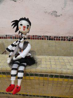 Muñeca clown #1: Regalo de cumpleaños temático para Ceci Palau. Diseño y ejecución  por Gabi Panasiti para María Gabriela.