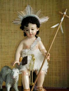 PRECIOSURA  , EL SAN JUANITO NIÑO.   Talla de 42 cms. Mide 30 cms. sentado. (Arte - Arte Religioso - Escultura)
