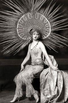Ziegfeld Girls / Myrna Darby