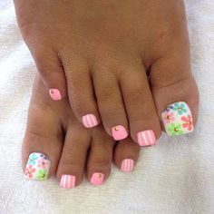 Here are the best Summer Toe Nail Design ideas for you. Keep your style game strong with Toe Nail designs for Summer. Best Summer Nail Art ideas are here. Pretty Toe Nails, Cute Toe Nails, Fancy Nails, Flower Toe Nails, Toe Nail Color, Toe Nail Art, Nail Colors, Hair And Nails, My Nails