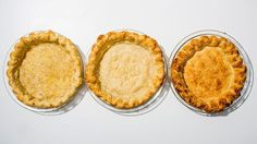From Bon Appétit - When it comes to making a perfect pie crust, flakiness is key. Here are the Bon Appétit test kitchen's inside tips to making the dough of your dreams. Blind Bake Pie Crust, Easy Pie Crust, Baked Pie Crust, Pie Crust Recipes, Pie Crusts, Pie Dessert, Dessert Recipes, One Pie, Perfect Pie Crust
