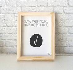 Cuadro con frase célebre de Nelson Mandela con diseño minimalista para decorar el cuarto, living o cocina.  Se puede colgar o apoyar sobre una base, por ejemplo un escritorio o biblioteca. — Encontrá el tuyo en www.kermesseaccesorios.com.ar