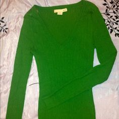 Green cable knit sweater Forever 21 Sz. M Adorable dark green cable knit v-neck sweater from Forever 21 Size-Medium (form fitting & stretchy) 80% cotton 17% Nylon 3% Spandex... Brand new, Never been worn, no tags! Forever 21 Sweaters