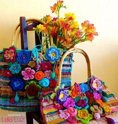 Cheiro de primavera, bolsas de crochê by Lidia Luz, via Flickr                                                                                                                                                                                 Mais