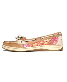 My absolute favorite summer time shoe to just throw on, besides flip flops of course! Cute Shoes, Me Too Shoes, Sperry Top Sider Angelfish, Sperry Top Sider Shoes, Walk This Way, Shoes Online, Sperrys, Boat Shoes, My Style
