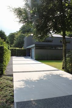 De verfijnde aanraking in uw tuin - cRİS Modern Driveway, Driveway Design, Driveway Landscaping, Modern Landscaping, Gravel Driveway, Driveway Ideas, Concrete Driveways, Garden Architecture, Garden Landscape Design