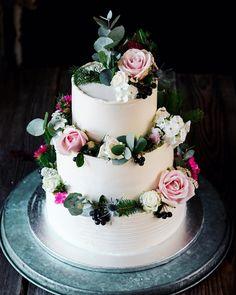 Ti ktori sledujete aj Misku cez jej @exkluzivnetorty ste ju uz asi videli vcera pre ostatnych dnes. Svadobna v teme lesna vila.   #torta #coolinari #foodphotography #cake #dort #torta #torte #foodblogger #foodlover #weddingcake #svadobnatorta #svatebnidort Mini Cheesecakes, Panna Cotta, Ethnic Recipes, Desserts, Blog, Dulce De Leche, Tailgate Desserts, Deserts, Postres