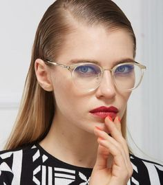 Vintage inspired nerd glasses that features a transparent frame and metal bridge. Perfect for a fun and unique vintage look. Lens size: 46mm*46mm Frame width : 133mm