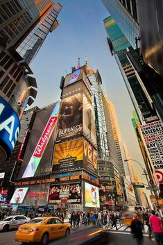 Amazing Places Times Square - New York City - New York - USA (von Tom. - Amazing Places Times Square – New York City – New York – USA (von Tom McCavera) Brand-new York Places to stay with Private pools: New York Wallpaper, City Wallpaper, Largest Countries, Countries Of The World, Shopping In New York, New York Tipps, Photographie New York, Ville New York, Times Square New York