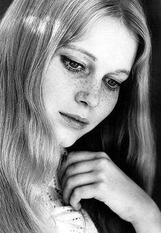 Mia Farrow by Don Ornitz - 1965 - Jessica Pantaleon Mia Farrow, Divas, Freckle Face, Mod Girl, Film Inspiration, Old Hollywood, Hollywood Glamour, Classic Hollywood, Beautiful Actresses