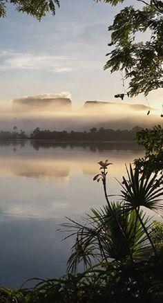 Amanecer en la Laguna de Canaima (Estado Bolívar) #Venezuela
