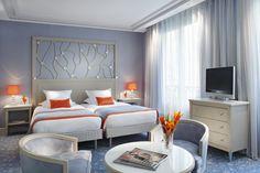 Twin Privilege Superior room - Hôtel Rochester Champs Elysées, Paris.