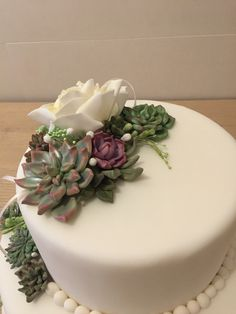 Succulent flowers cake