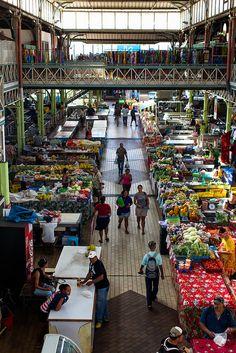 Le marché de Tahiti et ses odeurs.