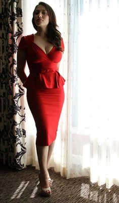 Kat Dennings Gorgeous actress shows off her curvy silhouette in this fab Little Red Dress ®. Beauty And Fashion, Look Fashion, Fashion Sets, Fashion Styles, Girl Fashion, Fashion Trends, Beautiful Celebrities, Beautiful People, Look Body