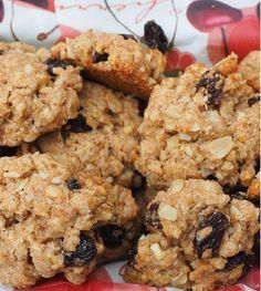 Two-ingredient banana oat cookies Healthy Cookies, Healthy Sweets, Healthy Baking, Healthy Snacks, Healthy Recipes, Vegan Oatmeal Raisin Cookies, Banana Oat Cookies, Clean Recipes, Snack Recipes