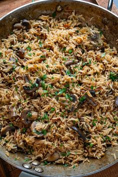 Mushroom Rice Mushroom Rice, Mushroom And Onions, Iron Skillet Recipes, Skillet Meals, Side Dishes Easy, Side Dish Recipes, My Favorite Food, Favorite Recipes, Gluten Free Chicken