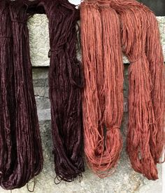 Alkaline-modified avocado skin dye, first dyeing and exhaust bath Fabric Yarn, How To Dye Fabric, Natural Dye Fabric, Natural Dyeing, Acid Dyes, Fibre And Fabric, Fabric Stamping, Spinning Yarn, Textile Fiber Art