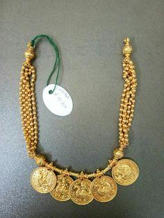 Coin Jewelry, Fashion Jewelry Necklaces, Bridal Jewelry, Beaded Jewelry, Gold Necklaces, Gold Earrings Designs, Gold Jewellery Design, Necklace Designs, Amrapali Jewellery