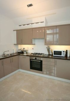 beige kitchen design ideas that look beautiful and lasts for years page 6 Beige Kitchen, Interior Design Kitchen, Contemporary Kitchen Design, Modern Kitchen Remodel, Kitchen Room Design, Kitchen Modular, Modern Kitchen Cabinet Design, Beige Kitchen Cabinets, Contemporary Kitchen Remodel