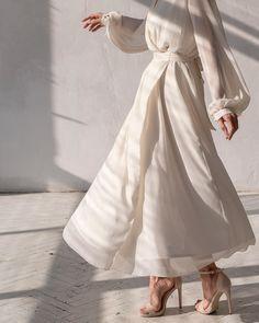 "SAMCHUK on Instagram: ""Fly 🕊 На Алене: • Летящее платье с запахом из крэш-шифона Состав: тесил 100% Подклад: вискоза 97%, эластан 3% Размер: XS, S, M Цена: 7…"" Muslim Fashion, Modest Fashion, Fashion Dresses, Modest Outfits, Classy Outfits, Pretty Dresses, Beautiful Dresses, Look Fashion, Fashion Design"