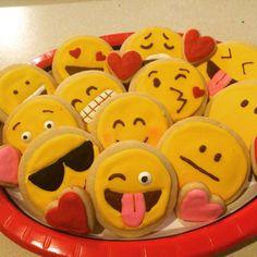 Emojis Royal Icing Sugar Cookies by @cookiesbykatewi #smiley #cookiedecoration