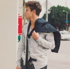 Hey guys I'm Cam!! I'm 20 and single. I'm a Viner and youtuber.