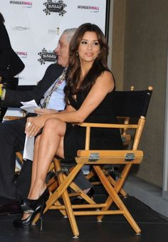 Eva Longoria is one of the most glamorous and beautiful celebrities in Hollywood. She has great legs and loves to show them off in short attire and sexy high heels. Great Legs, Beautiful Legs, Nice Legs, Beautiful Ladies, Eva Longoria Style, Seductive Women, Popular Actresses, Sexy High Heels, Beautiful Celebrities