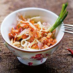 Pikanter Salat aus grünen Mangos (Yam Mamuang Sai Gung)