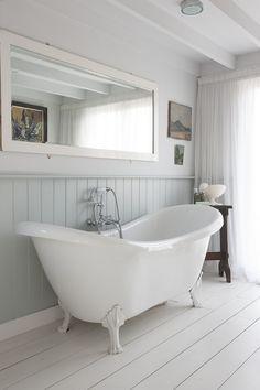 England . Edwardian Home in Rye . Bathroom Interior