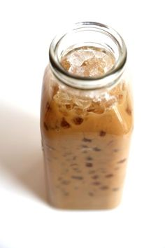 This Instant Iced Coffee Hack Only Takes 2 Minutes You can get strong, creamy iced coffee in less than two minutes thanks to one magical ingredient — instant coffee. Homemade Cold Brew Coffee, Cold Brew Coffee Recipe, Cold Coffee Drinks, Iced Coffee At Home, Iced Coffee Recipe Instant Coffee, Healthy Iced Coffee, How To Make Ice Coffee, Coffee Creamer, Coffee Coffee