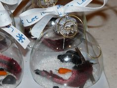 Melted Snowman Ornament - too cute - will have to make for the craft fair