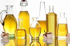エッセンシャルオイル(精油)は濃度が高く肌には直接使えないため、キャリアオイルという食用植物やナッツなどから抽出した植物性オイルで希釈して使います。キャリアオイルを効能や特徴から上手に選ぶこともアロマテラピーの基本。そんなキャリアオイルの知識です。#エッセンシャルオイル#アロマレシピ#アロマテラピー#ハーブ#ガーデニング