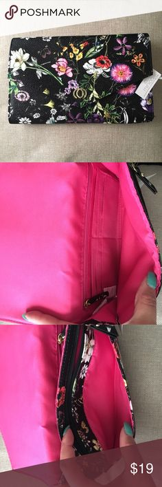 NWT Cute clutch It's great for spring/summer. Has 6 credit cards slots plus a zipper pocket. For measurements pls look at pics Bags Clutches & Wristlets