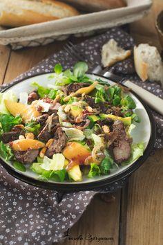 Sałatka z wątróbką, karmelizowaną gruszką, awokado, prażonymi orzechami i domową konfiturą malinową. Just Amazing, Amazing Salad, Cooking Time, Cobb Salad, Beef, Chicken, Health, Recipes, Food
