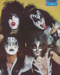 #rock #hardrock #métal #blues #pop #groupesdrock #acdc #metallica #slayer #motorhead #tshirtrock #patchrock #badgerock #rockandroll #music #legends #icon #drugs #best #rockstar #cool #glimmertwins #classicrock #guitar #drums #bass #sixties #seventies #eighties #rocktalife Kiss Images, Kiss Pictures, El Rock And Roll, Rock And Roll Bands, Paul Stanley, Los Kiss, Kiss Group, Gene Simmons Kiss, Vintage Kiss