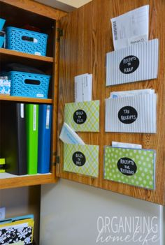 Homework, mail, paper clutter often seems that be a scary challenge to accomplish. 10 Super Easy Hacks to Organize Your Paper Clutter Diy Hanging Shelves, Floating Shelves Diy, Diy Wall Shelves, Wine Bottle Crafts, Mason Jar Crafts, Mason Jar Diy, Receipt Organization, Organization Hacks, Organizing Paperwork