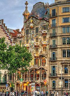 @PinFantasy - Casa Batlló, Barcelona ~~ For more:  - ✯ http://www.pinterest.com/PinFantasy/arq-~-antoni-gaud%C3%AD/