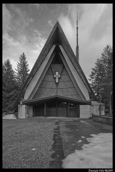 Edoardo Gellner (1909-2004) con Carlo Scarpa (1906-1978) | Chiesa di Nostra Signora del Cadore | Corte di Cadore (Villagio ENI) | Borca di Cadore, Belluno, Italia | 1958-1961 | Photo: Daniele Volo