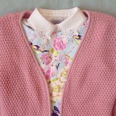 ohhh old lady (and i say that in the best way) knit cardi floral print lace collar swag! Quirky Fashion, All Fashion, Cute Fashion, Fashion Outfits, Perfect Wardrobe, New Wardrobe, Pretty Outfits, Beautiful Outfits, Librarian Chic