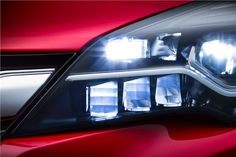 Inédito nos familiares compactos: novo Opel Astra vai ter faróis de matriz de LED
