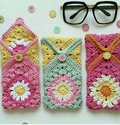 Marvelous Crochet A Shell Stitch Purse Bag Ideas. Wonderful Crochet A Shell Stitch Purse Bag Ideas. Crochet Handbags, Crochet Purses, Crochet Gifts, Diy Crochet, Knitting Projects, Crochet Projects, Crochet Wrist Warmers, Crochet Phone Cases, Crochet Mobile