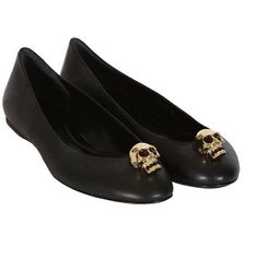 Alexander McQueen black leather skull ballerina flats (1.500 BRL) ❤ liked on Polyvore featuring shoes, flats, scarpe, zapatos, sapatos, women, flat shoes, leather flats, black leather flats and skull flats