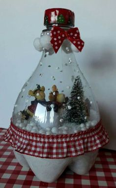 Diy Cleaners 847380486124901855 - Plastic Bottle Snow Globe Plastic Bottle Snow Globe basteln Source by Christmas Figurines, Felt Christmas, Christmas Ornaments, Snowman Ornaments, Christmas Snowman, Diy Snow Globe, Snow Globes, Soda Bottle Crafts, Plastic Bottle Crafts