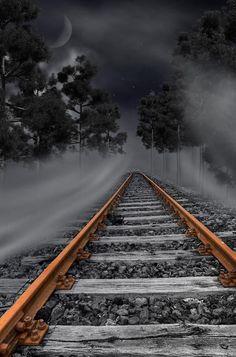 Resultado de imagem para trem partindo preto e branco