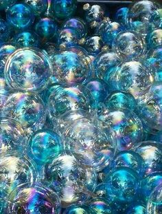 bubble mix 12 cups water 1 cup dish soap (blue Dawn is the best) 1 cup cornstarch 2 TBSP baking powder BUBBLES! Blowing Bubbles, My Bubbles, Rainbow Bubbles, Soap Bubbles, Photo Trop Belle, Recherche Photo, Bubble World, Bubble Mix, Bubble Balloons