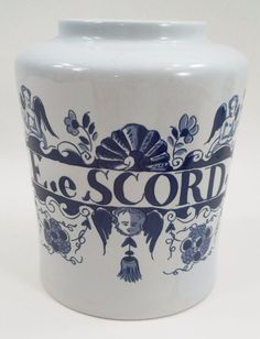 Colonial Williamsburg Restoration Royal Goedewaagen Delft EeScord Apothecary Jar