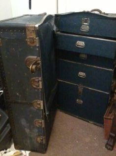 Atlas Wardrobe Steamer Trunk