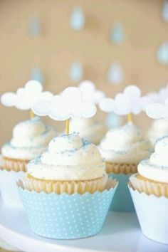 If you need a recipe for cupcakes for your kid's PAW Patrol Skye birthday party, look no further. Take to the sky with these adorable white and light blue cloud cupcakes! The perfect sweet treat for your party spread. Comida Baby Shower, Idee Baby Shower, Baby Boy Shower, Cloud Baby Shower Theme, Baby Shower Cupcakes For Boy, Baby Showers, Babyshower Party, Baby Party, Decoration Evenementielle